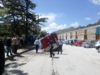 KANALİZASYON KAZISI - İtfaiye Aracı Çöken Yola Gömüldü