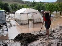 ZEKI KARACA - Yozgat'ta Dolu Ekili Alanlara Zarar Verdi