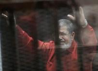 İDAM MAHKUMU - Mursi, ilk kez idam mahkumu kıyafetiyle mahkemede
