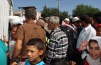 AKÇAKALE SINIR KAPISI - Akçakale Sınır Kapısı Önünde Yoğunluk
