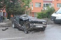 GÜN SAZAK - Hurdaya Dönen Otomobilden Sağ Çıktı