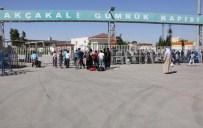 AKÇAKALE SINIR KAPISI - Türkiye'ye Sığınan Suriyeliler