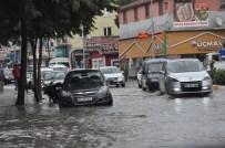 MAHSUR KALDI - Uşak 'Ta Yoğun Yağış Hayatı Felç Etti
