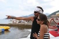 KARAYIP KORSANLARı - Sevgilisine Gökyüzünden Evlenme Teklifinde Bulundu