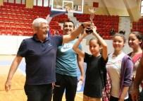 KAZıM TEKIN - Adana'da Hentbol'da En Büyüklere Kupa Verildi
