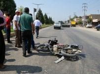 KıLıLı - Motosiklet İle Otomobil Çarpıştı Açıklaması 3 Yaralı
