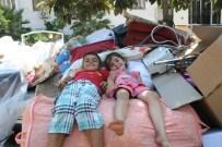 İCRA MEMURU - Ramazan Günü İki Aile Sokakta Kaldı