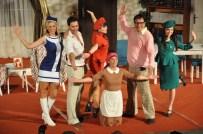 BEKİR AKSOY - 'Abim Geldi' Açıkhava Tiyatrosu'na Sığmadı