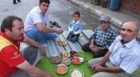 HALIL ÖZKAN - Burhaniye'de Toplu İftar Geleneğini Devam Ettiriyorlar