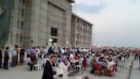SELIM PARLAR - Kur'an Kursu İnşaatı Önünde İftar Yemeği