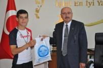 Samur, Başarılı Atleti Altınla Ödüllendirdi