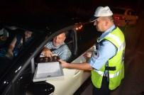 HAMZALAR - Karabük'te Trafik Polisinden Sürücülere Çikolata İkramı