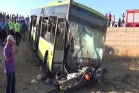 Halk Otobüsü İle Otomobil Çarpıştı Açıklaması 1 Ölü, 60 Yaralı