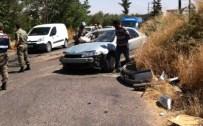 Yolcu Minibüsü İle Otomobil Çarpıştı Açıklaması 8 Yaralı