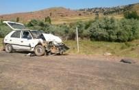 AYŞE ŞAHİN - Kırıkkale'de Otomobil İle Traktör Çarpıştı Açıklaması 1 Ölü, 3 Yaralı