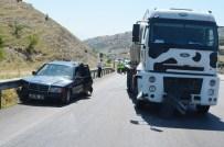 İSMAİL BİLGİÇ - Süt Tankeri Otomobile Çarptı Açıklaması Dört Yaralı