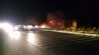 PıNARDERE - Tatilcilerin Sigara İzmariti Karayolunda Yangın Çıkarttı