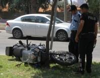 MEHMET ALİ ÇELİK - Adana'da Motosikletli Polisler Kaza Yaptı