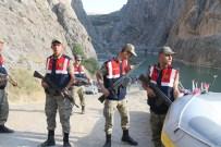 Paraşütü Açılmayan Sporcu Nehre Düşerek Öldü