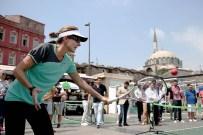 EMİNÖNÜ MEYDANI - Monica Seles, Minik Tenisçilerle Buluştu
