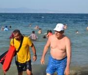İSMAIL YıLDıRıM - Kocaeli Büyükşehir Belediye Başkanı İbrahim Karaosmanoğlu Karamürsel'de Denize Girdi