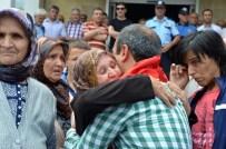 ŞEHİT AİLELERİ - Kaymakam Tuncay Sonel'i Gözyaşlarıyla Uğurladılar
