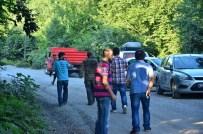 MAHSUR KALDI - 1 Saat Göçükte Kaldı, Ambulansa Binmek İstemedi