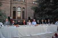 EMIN AVCı - Vali Düzgün, İftar Sofrasında Toplumun Değişik Kesimlerinden Vatandaşlar İle Bir Araya Geldi