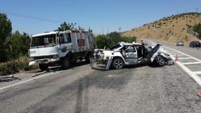 Çöp Aracına Çarpan Otomobil Hurdaya Döndü Açıklaması 1 Yaralı