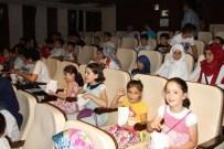 BUZ DEVRI - Akyazı'da Kur'an Kursu Öğrencilerine Ücretsiz Sinema Gösterimi Başladı