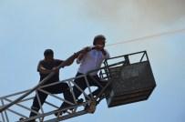 GÜMÜŞSU - Belediye Başkanı Yangına Müdahale Etti