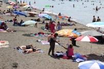 ÇEKEN AKINTI - Jandarma Plaja İndi, Vatandaşları Uyardı