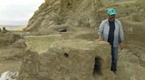 MEHMET TOP - Hoşap Kalesi'nde 300 Yıllık Şömine Gün Yüzüne Çıkartıldı