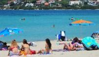 AYA YORGI - Çeşme'de Plajlar Dolup Taşıyor