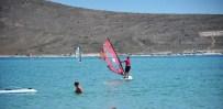 ÇAĞLA KUBAT - Çeşme'de Sörfü Rüzgar Vurdu