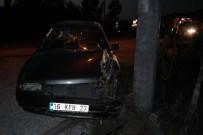 KOZCAĞıZ - Kütahya'da Elektrik Direğine Çarpan Sürücü Yaralandı
