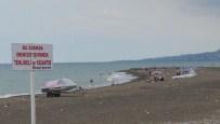 Trabzon'da Boğulmayı Göze Alıp Denize Giriyorlar