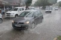 MAHSUR KALDI - Yaz Yağmuru Mahsur Bıraktı