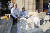 LAODIKYA - Defineciler Devletten Önce Bulup Çıkardıkları Athena Heykelini Yine Toprak Altına Saklamış