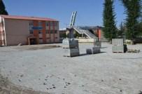 ZEKI ERGEZEN - Tatvan Belediyesi Okul Bahçelerine Parke Taşı Döşüyor