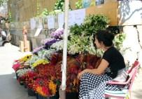 CENGİZ KAYA - Kadıköy'de Kazada Ölen Çiçekçi Mehmet Emin Kaya Anıldı