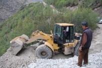 YıLMAZ ÖZTÜRK - Sel Sularının Kapatığı Köy Yolları Ulaşıma Açıldı