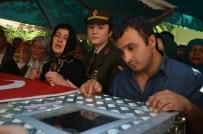 ŞEHİT AİLELERİ - Kazada Ölen Uzman Onbaşı Defnedildi