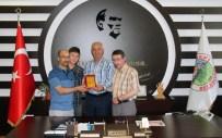 SUPHİ DAŞTAN - Cami Görevlilerinden Akdağmadeni Belediye Başkanı Daştan'a Teşekkür Plaketi