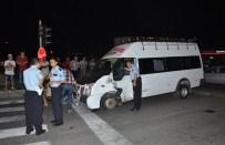 MURAT KARASU - Antalya'da Trafik Kazası Açıklaması 5 Yaralı