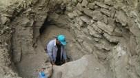 MEHMET TOP - Hoşap Kalesi'ndeki 400 Yıllık Sarnıçın Kale İle Bağlantısı Gün Yüzüne Çıktı