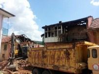 Isparta'da Ahşap Evde Çıkan Yangında 7 Yaşındaki Çocuk Öldü