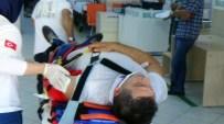 OKTAY ERDOĞAN - Minibüs İle Otomobil Kafa Kafaya Çarpıştı Açıklaması 11 Yaralı