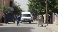 YASADIŞI GÖSTERİ - Teröristlerin Bombası İki Çocuğu Yaraladı