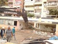 ÇÜRÜK RAPORU - Eski Yelken Kulübü Binası Yıkıldı